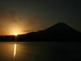 本栖湖から富士山の朝焼け