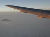 飛行機の羽と富士