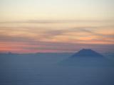 雲に浮かぶ富士