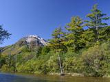 焼岳と梓川(ワイド・高画質)