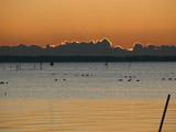 日の出前の湖2