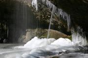 氷結した滝つぼ2
