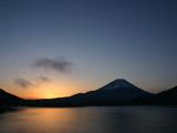 朝焼けの本栖湖