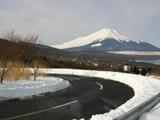 雪道と富士山